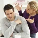Мужчина с женой ссорятся