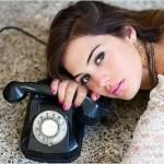 Девушка возле телефона