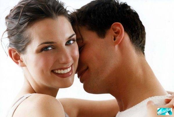 Парень соблазняет девушку