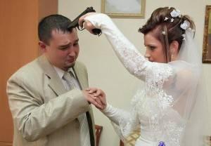 Девушка заставляет жениться