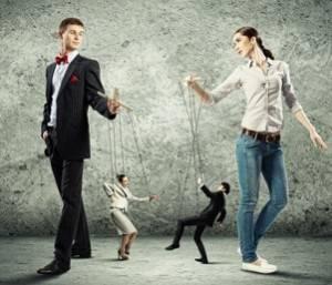 Парень и девушка манипулируют