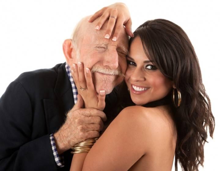 Девушка с дедушкой