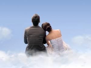 Девушка и парень на небесах
