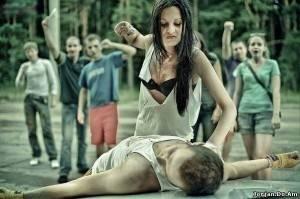 Девушка побила парня