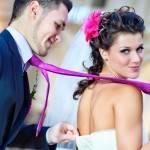 Невеста тянет жениха в ЗАГС