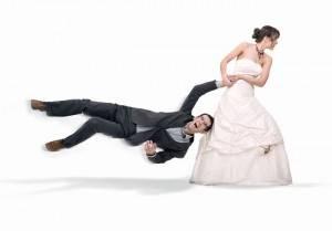 Невеста тянет жениха на розпись