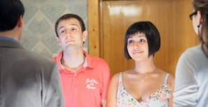 Парень с девушкой знакомятся с родителями