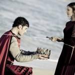 Девушка посвящает в парня рыцари