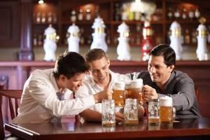 Как отучить парня проводить много времени с друзьями