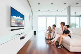 53 Семья смотрит телевизор