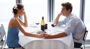 Парень и девушка в ресторане